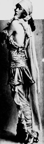In the 1915 Ziegfeld Follies