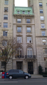 Mae lived in this apartment building on 5th Avenue in 1900.