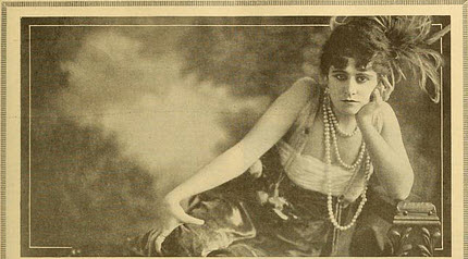Fontaine as Dora Rogers