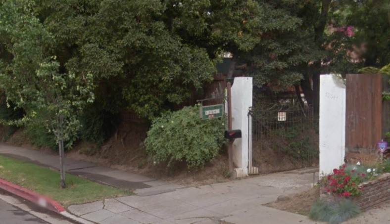 Street view of the entrance to 13047 San Vincente Blvd. today.